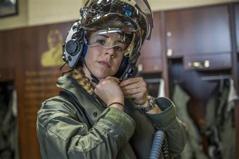 Here's the first female Marine to fly the F-35B fighter jet