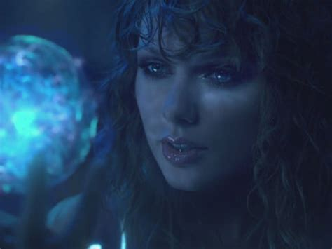 Taylor Swift Decoded! The Best Theories About Her 'Ready