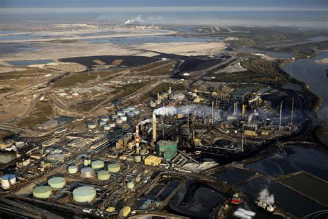 Transition Alberta off oil sands, climate thinkers urge